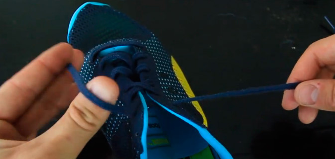 Amarre seu tênis de forma mais rápida com este truque