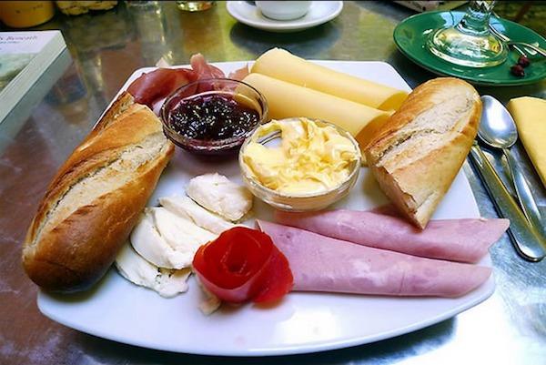 O que se come no caf da manh ao redor do mundo for Desayuno frances tradicional