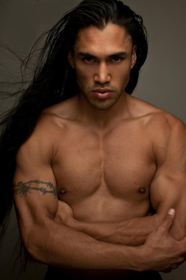 homens-cabelo-longo-02