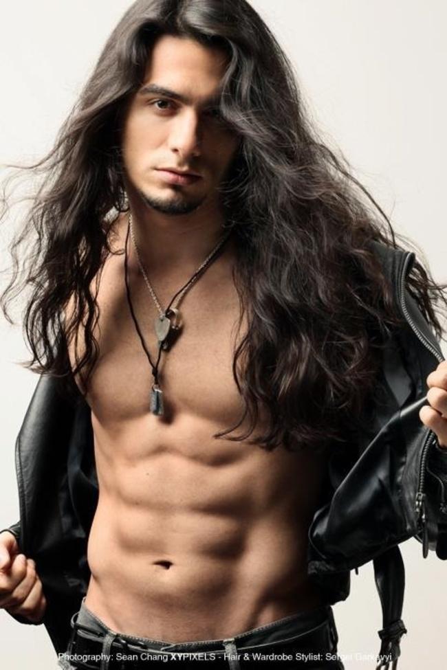 homens-cabelo-longo-09
