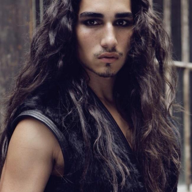 homens-cabelo-longo-26