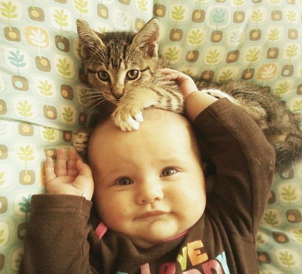 crianças-com-gatos-15