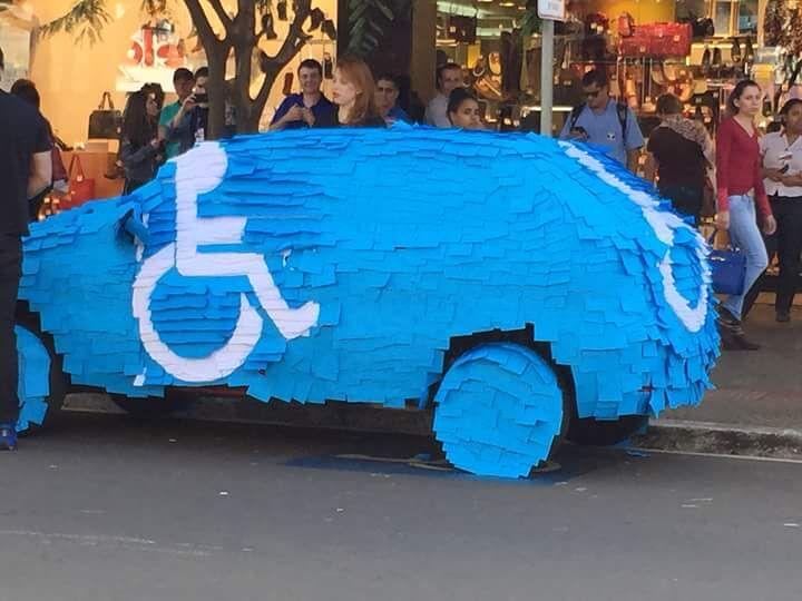 pegadinha-do-carro-estacionado-em-vagas-para-deficientes-2