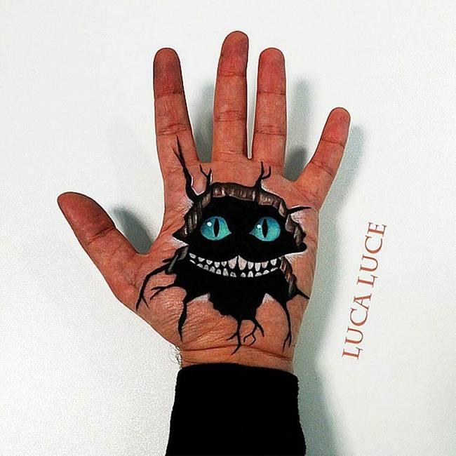 maquiador-faz-pinturas-nas-mãos-15