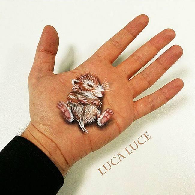 maquiador-faz-pinturas-nas-mãos-22