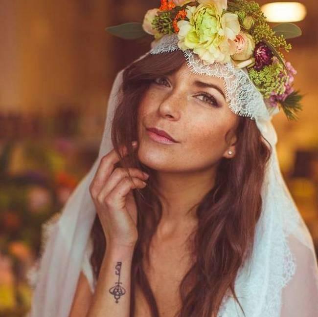 noivas-que-mostraram-suas -tatuagens-no-altar-15