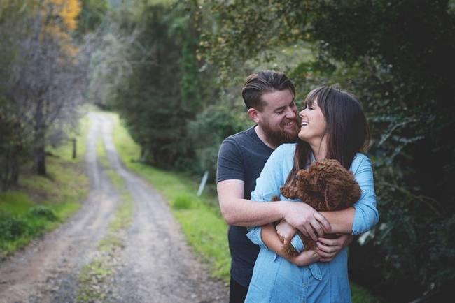casal-faz-ensaio-fotográfico-com-cachorro-1