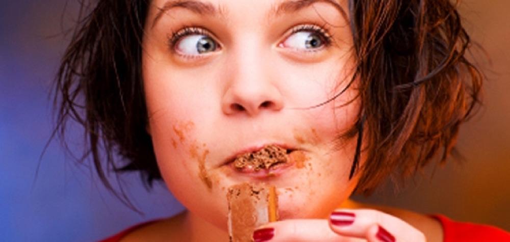 13 Situações que somente viciados em chocolate entenderão