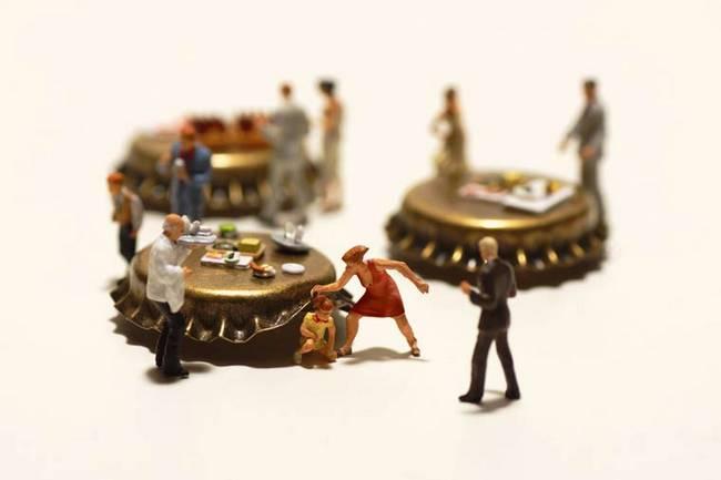 miniaturas-criadas-com-objetos-do-cotidiano-9