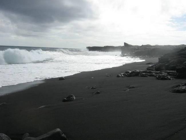 praias-com-areia-negra-12