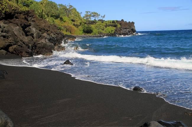 praias-com-areia-negra-13