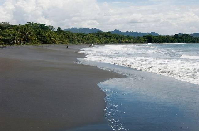 praias-com-areia-negra-14