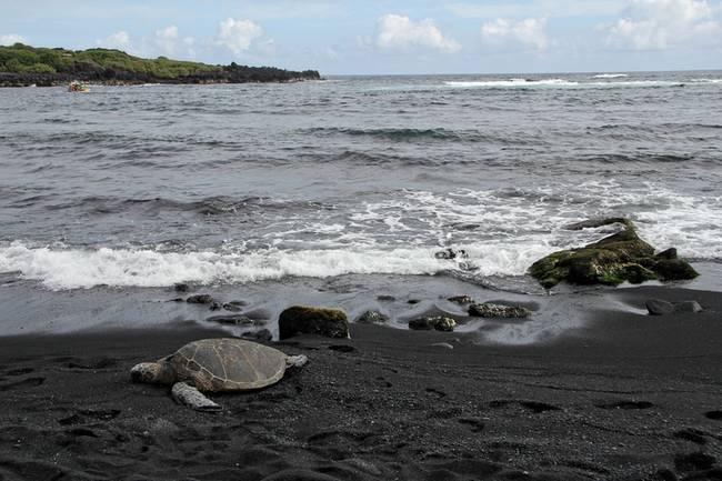 praias-com-areia-negra-15