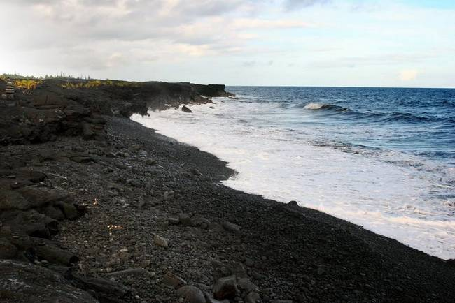 praias-com-areia-negra-5
