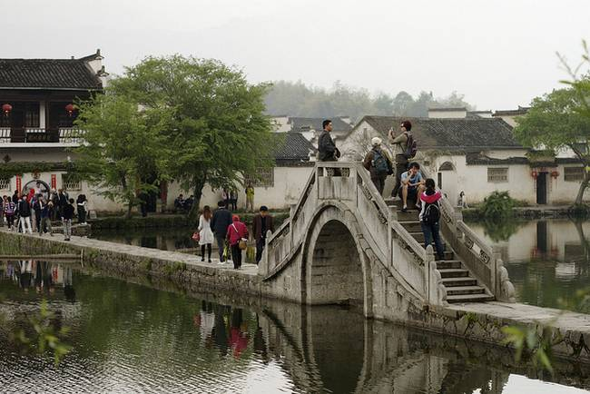 Art/architecture students entering Hongcun.