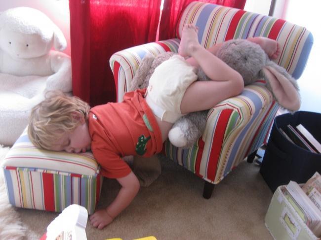 criancas-dormem-qqr-lugar-3