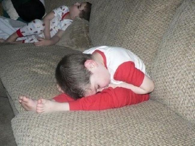 criancas-dormem-qqr-lugar-8