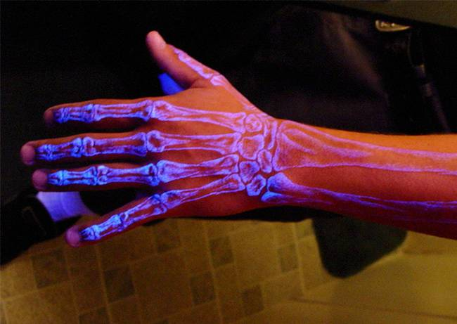 tatuagens-que-brilham-no-escuro-11