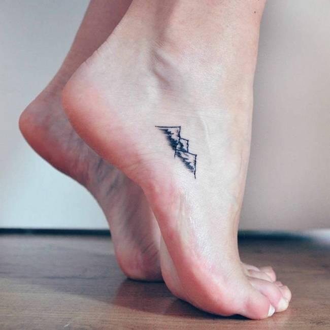 30 ideias de tatuagens para deixar os pés femininos mais delicados