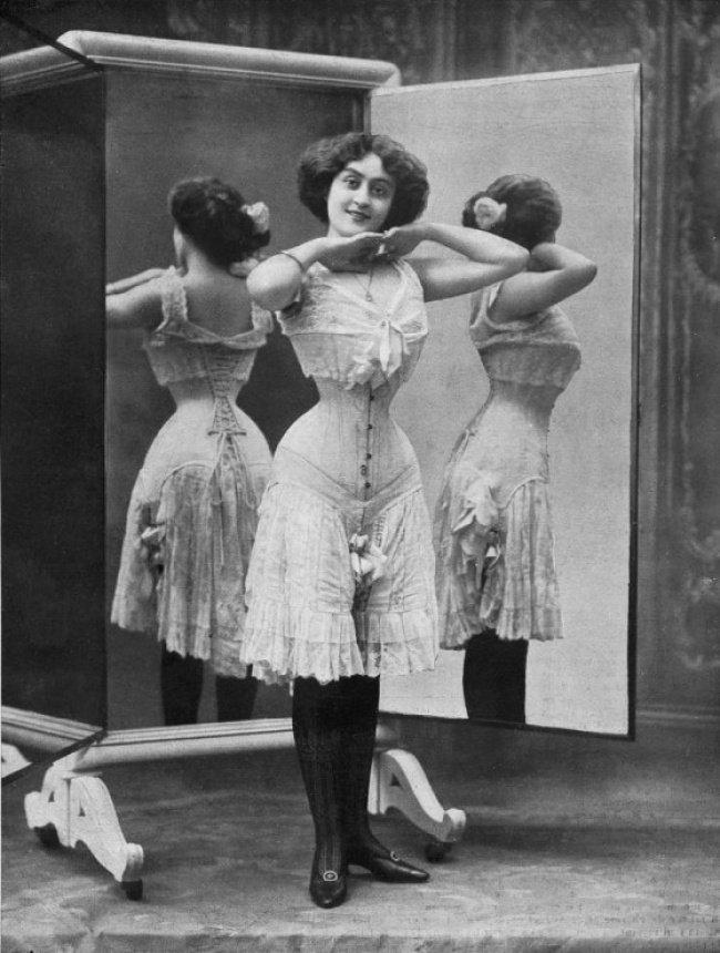 A evolução das roupas íntimas femininas nos últimos 100 anos 4 A evolução das roupas íntimas femininas nos últimos 100 anos