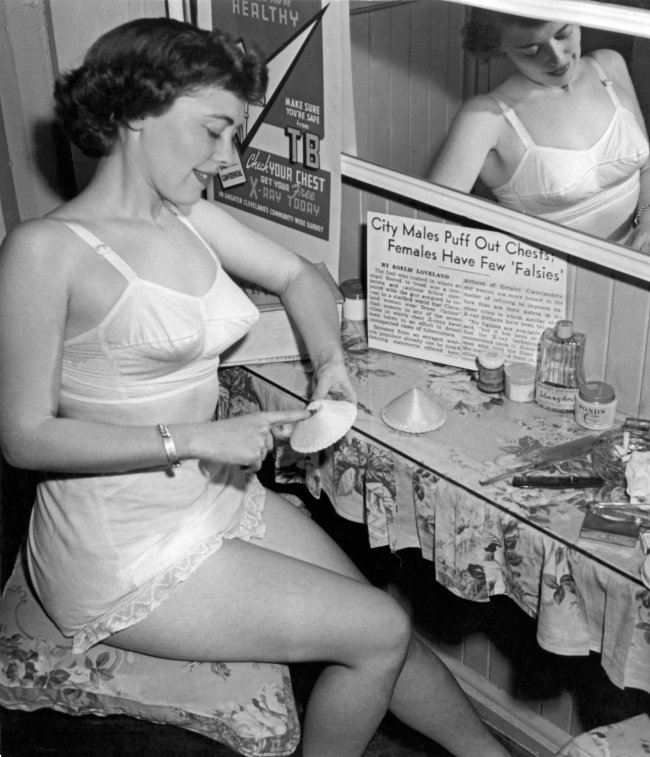 A evolução das roupas íntimas femininas nos últimos 100 anos 7 A evolução das roupas íntimas femininas nos últimos 100 anos